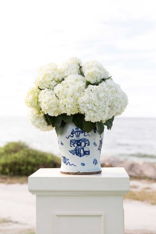 ivory-riser-with-blue-and-white-compote-vase-with-fluffy-white-hydrangea-flowers