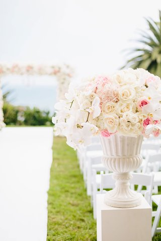 wedding-ceremony-bluff-ocean-view-pink-white-flowers-pink-rose-white-rose-orchids