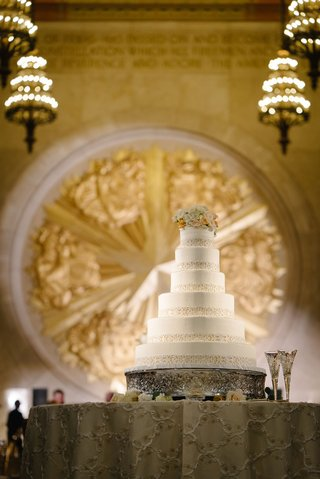 white-six-layer-wedding-cake-with-fresh-flower-cake-topper-new-years-eve-wedding-reception