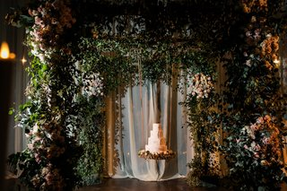 wedding-cake-styled-after-aspen-trees-suspended-from-chuppah