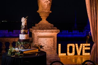 marquee-lights-spelling-love-museum-wedding-ideas