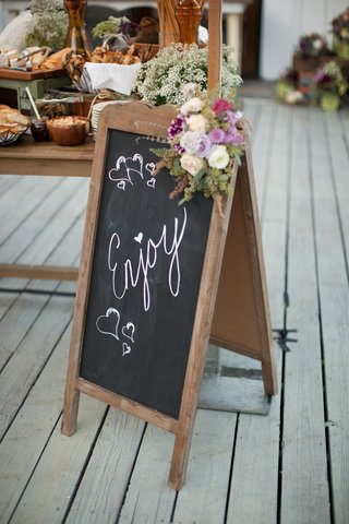 standing-wood-sign-with-chalkboard-letters