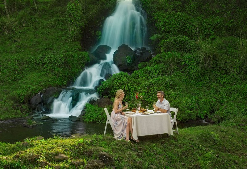 ORIGINS Luxury Lodge - Romantic Waterfall Picnic