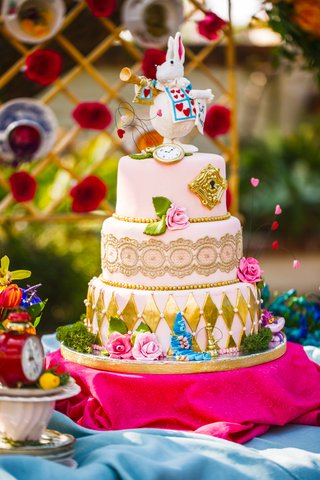 alice-in-wonderland-cake-with-gold-details-and-white-rabbit-cake-topper