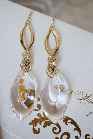 gold-dangling-earrings-for-heidi-mueller-wedding-to-demarco-murray