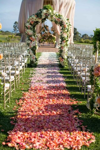 alfresco-ceremony-decor-with-floral-arch-and-rotunda