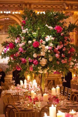 wedding-reception-round-table-with-tall-tree-centerpiece-pink-and-white-flowers-amaranthus-branches
