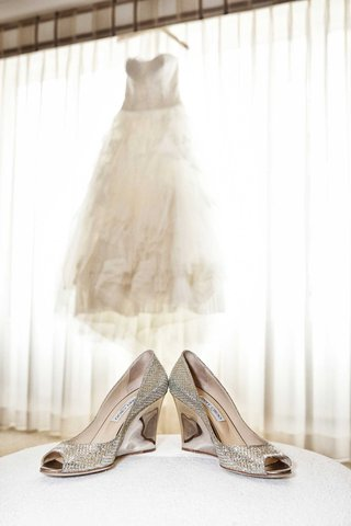 white-vera-wang-bridal-ball-gown-tulle-sweetheart-neckline-silver-metallic-bejeweled-high-heels