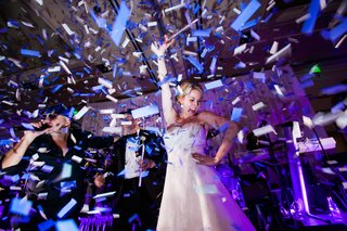bride-dancing-onstage-confetti-classic-dallas-wedding-reception-fun-wild-exciting-performing-singing