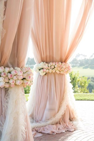 blush-drapery-and-ruffled-fabric-on-rotuna-pillar