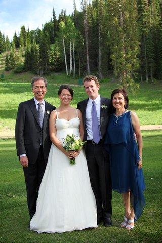 family-portrait-wedding-ceremony-outside-in-utah
