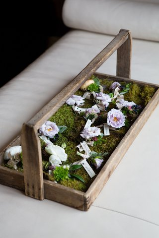 wedding-flowers-boutonniere-blooms-on-moss-lined-tray-wood-rustic-look