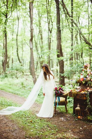 bohemian-wedding-dress-with-long-sleeves-high-neck-and-long-veil-in-forest