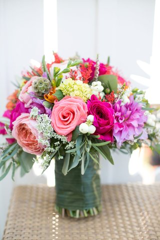 bouquet-with-light-pink-and-hot-pink-roses