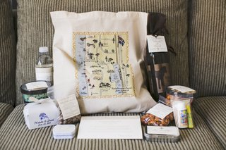 tote-bags-with-personalized-map-filled-with-goodies