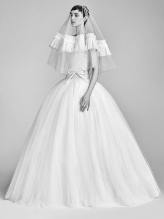 look-11-vrm050-by-viktor-rolf-voluminous-ball-gown-and-couture-veil
