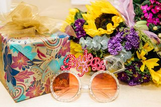 wedding-shower-bridal-shower-bride-to-be-sunglasses-round-ring-motif-with-gifts-and-flowers