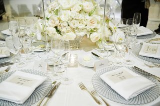 crystal-chargers-gold-flatware-cream-centerpieces-white-rose-flowers