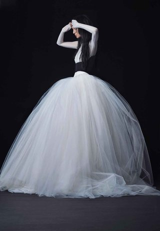 vera-wang-bride-fall-2016-black-and-white-ball-gown-with-tulle-skirt