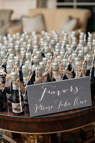 miniature-bottles-of-prosecco-with-straws-and-thank-you-notes-as-the-favors-for-couples-wedding