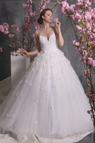 christian-siriano-spring-2018-ball-gown-deep-v-neckline-straps-full-tulle-skirt-floral-3-d