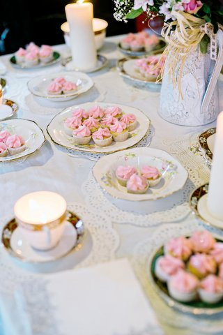 tea-and-cakes-english-british-wedding-ceremony-england-cups-pastries-pink-baked-lace-doilies-china