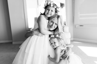 black-and-white-photo-of-bride-hugging-flowers-girls-bride-with-future-stepchildren-blended-family