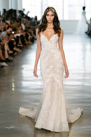 berta-fall-2018-wedding-dress-bridal-gown-mermaid-trumpet-straps-form-fitting