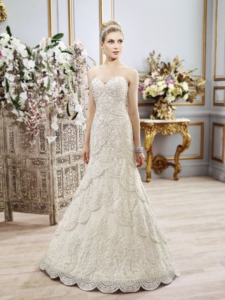 lace-scallop-wedding-dress-with-sweetheart-neckline-by-val-stefani