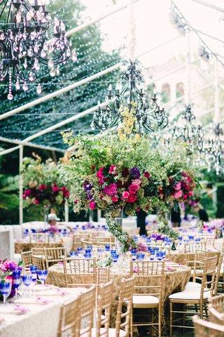 tall-wedding-centerpiece-with-wrap-around-garland-verdure-pink-rose-purple-flower-blue-goblets