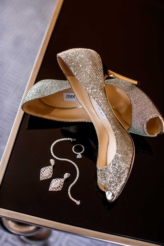 shimmering-bridal-accessories-heels-jewelry-jimmy-choo-gold-silver-classic-pieces-dallas-wedding