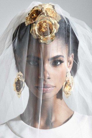 mordekai-by-ken-borochov-bridal-collection-gold-rose-shape-design-headband-mohawk-and-rose-earrings