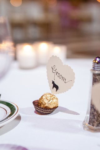ferrero-rocher-chocolate-and-scalloped-heart-seating-card