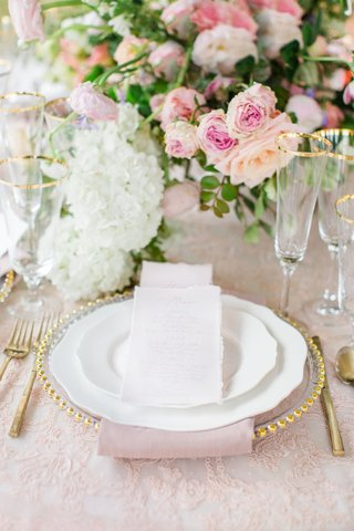 embroidered-blush-linens-gold-trimmed-charger-white-china