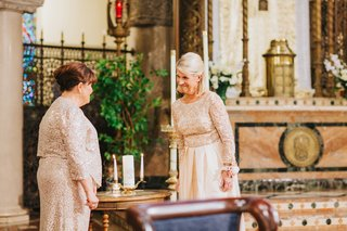 mother-of-the-bride-in-neutral-dress-mother-of-the-groom-unity-candle-for-catholic-ceremony