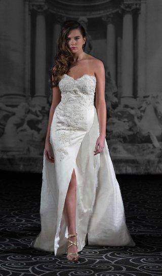 sarah-jassir-la-dolce-vita-2016-strapless-wedding-dress-with-front-slit-and-train