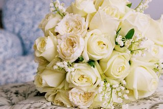 bouquet-with-ivory-rose-and-white-lily-of-the-valley-flowers