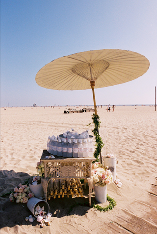 personalized-bottled-water-and-parasols-for-beach-wedding