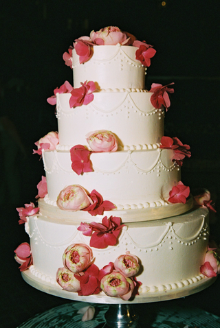 four-layer-cake-with-peonies-and-roses