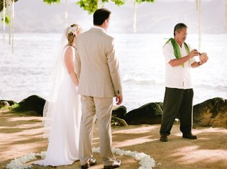 kelvin-ho-cutting-coconut-with-couple-in-petal-circle