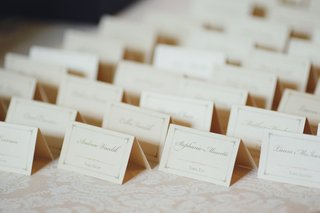 pretty-seating-card-with-border-and-pink-motif