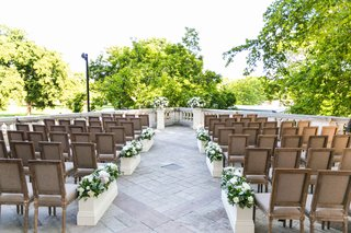 outdoor-ceremony-washington-dc-view-of-washington-monument-wood-chairs-flower-boxes-stone-aisle