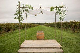 wood-stage-with-wine-barrel-vineyard-wedding-ceremony-poplar-tree-chuppah-jewish-wedding-handmade