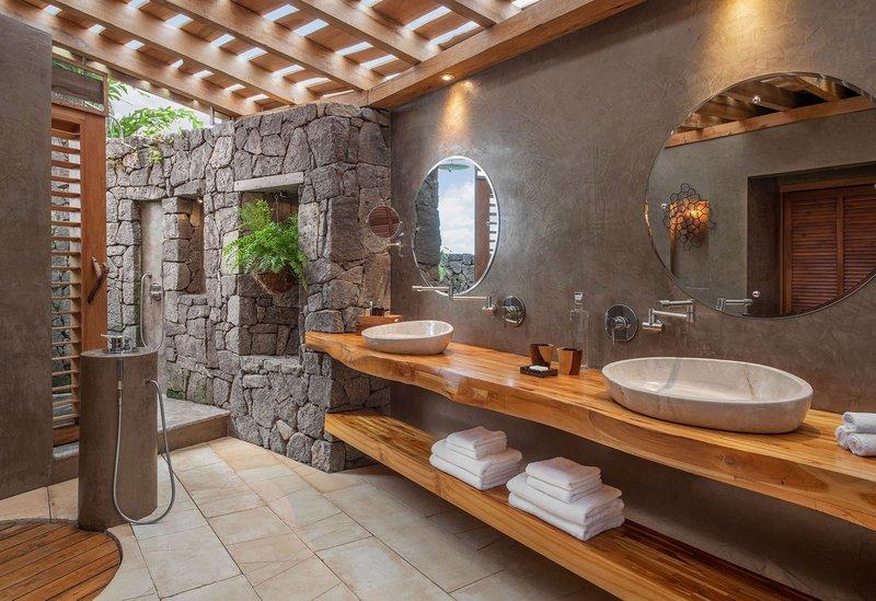 ORIGINS Luxury Lodge - Bathroom with Outdoor Shower