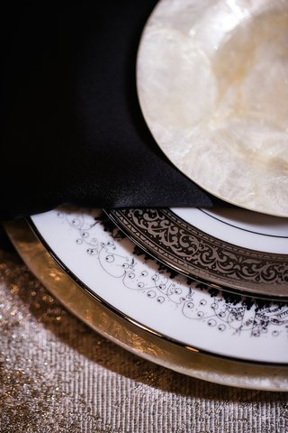 wedding-reception-place-setting-with-pearl-charger-dessert-plate-white-china-with-party-scene