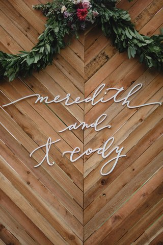 wedding-sign-wood-chevron-design-calligraphy-letters-greenery-garland-fall-flower-colors