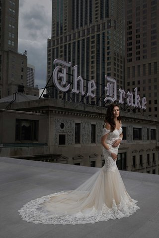 bride-in-lace-trumpet-dress-long-curled-hair-posing-rooftop-of-the-drake-hotel-chicago