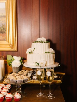 wedding-reception-dessert-table-simple-two-layer-cake-fresh-roses-mr-mrs-champagne-glasses-cupcakes
