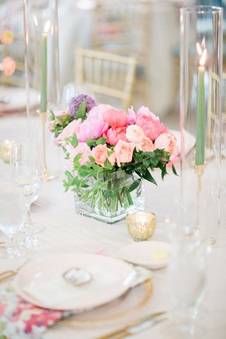 wedding-reception-table-setting-flower-print-napkin-light-pink-purple-coral-flower-centerpiece-taper