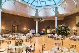 open-reception-space-round-tables-floral-accents-dayton-ohio-art-institute-wedding-venue-unique